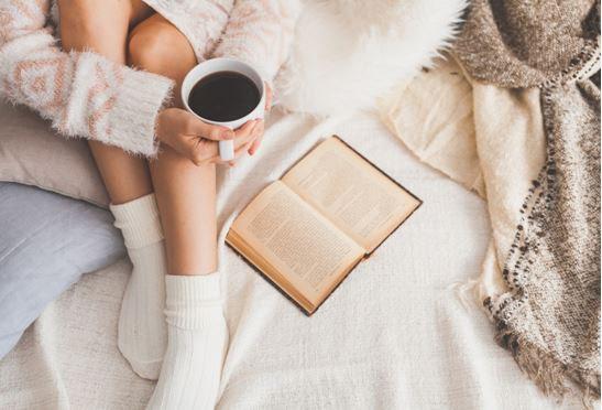 А Вы проводите вечер с книгой в постели?