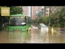 Китай под водой Метеорологи объявили синий уровень опасности в связи с ливнями на юге страны