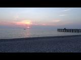 Теплый вечер октября. Пляж и набережная пансионата