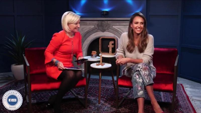Jessica Alba conversa com Carolyn Everson sobre negócios e vida.