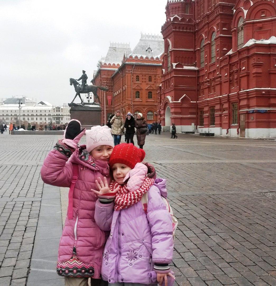 дети из ГТД Московии на прогулке в центре Москвы