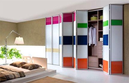 Применение пластика HPL в мебельной индустрии. Вставки в двери концертино, система Командор.