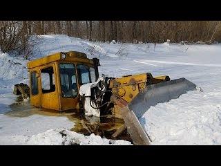 Трактор застрял в болоте Уникальное видеоTractor stuck in mud compilation 2017, NEW