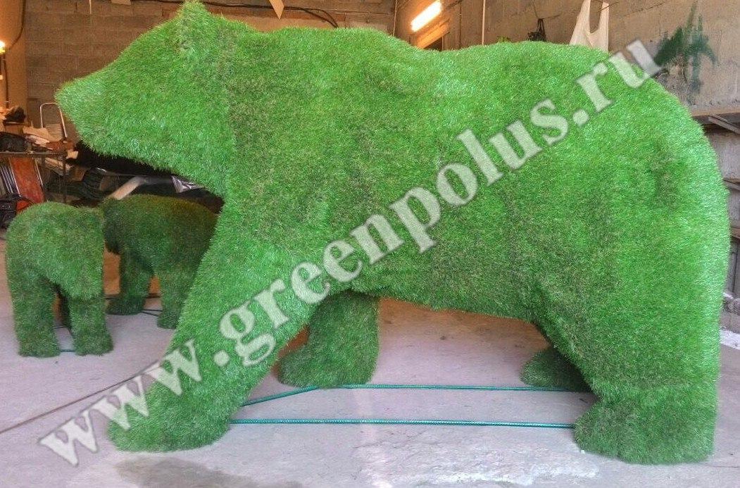 композиция топиарий - медведица и медвежата