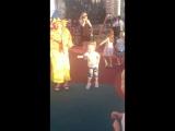 Варя танцует с незнайкой