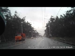 ДТП с участием МАЗ И КАМАЗ на перекрестке ул. Волчанской и Зелёной поляны