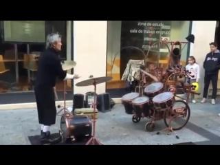 Жонглер или барабанщик?