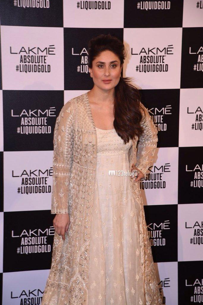 БЕБО - Карина Капур / Kareena Kapoor - Страница 16 IqrYQoeK0rI