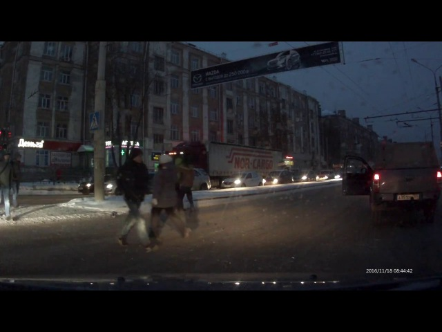 Пермь. Драка водителя и пешехода