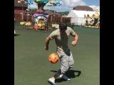 Иван Барзиков решил устроить разрядку и погонять футбольный мяч