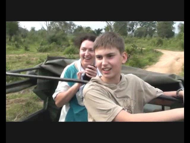 Denje Sri Lanka. Внимание Дикие слоны Шри-Ланки - погоня за туристами .