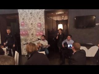 Сочинили и спели песню на свадьбе Влада и Кристины