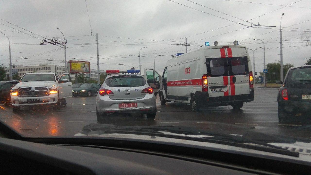 На перекрёстке Партизанский-Московская в ДТП попал автомобиль скорой помощи