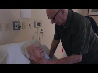 92-летний Говард, ветеран Второй мировой войны, исполняет песню для своей умирающей жены, 93-летней Лауры. Прожили в браке 73 г