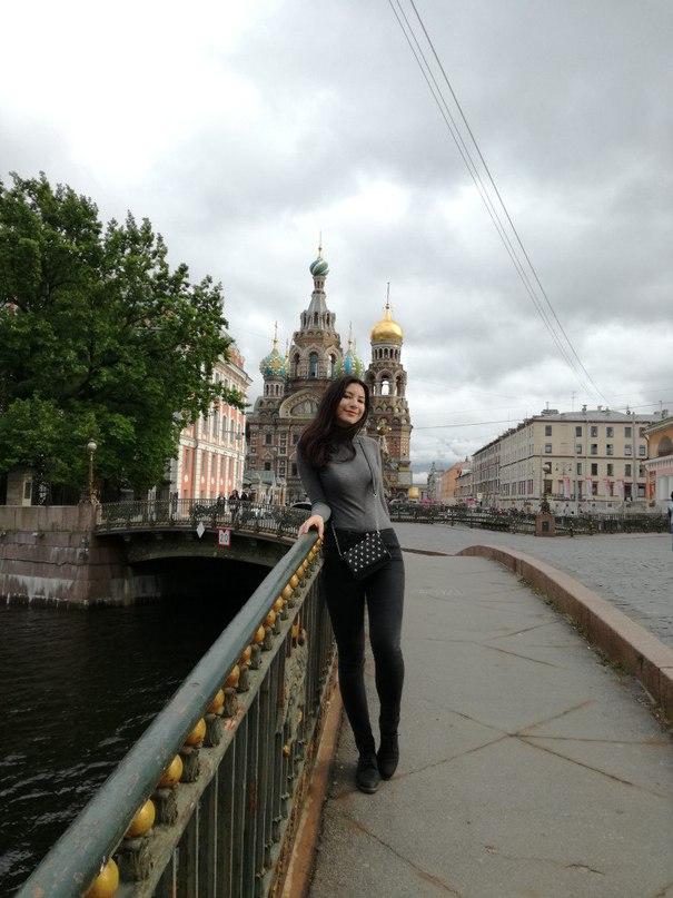 Эля Азметова |