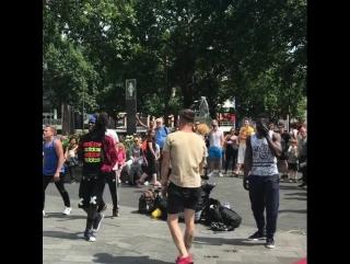 So hot🔥 #영국 #버스킹 #길거리 #브레이크 #유럽여행 #유디니 #배낭여행 #런던 #... Лондон 09.07.2017