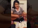 Молодая бабушка играет на домбыре ?