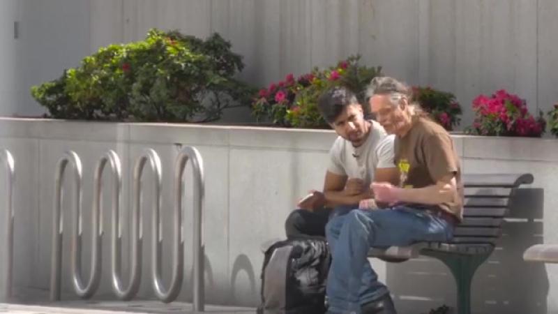 Невероятный поступок бездомного (социальный экспер - 360P