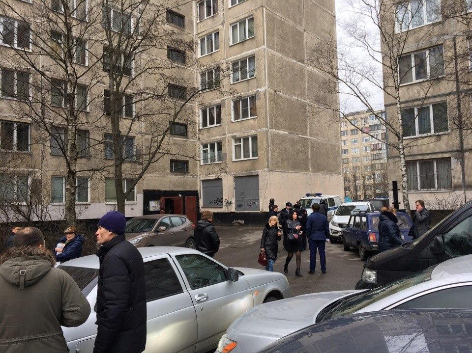 В северной столице отыскали бомбу в высотном многоэтажном доме
