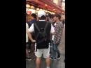 170915 Сонгю на съёмках шоу Carefree Travelers в Осаке