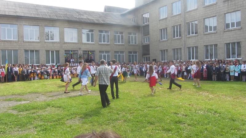 Флешмоб від випускників на свято останнього дзвоника.