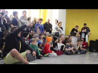 YELLOW BATTLE in I LOVE DANCE STUDIO
