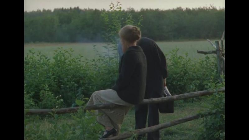 Зеркало (1974) Приятно Упасть с Интересной Женщиной / Сцена в Поле