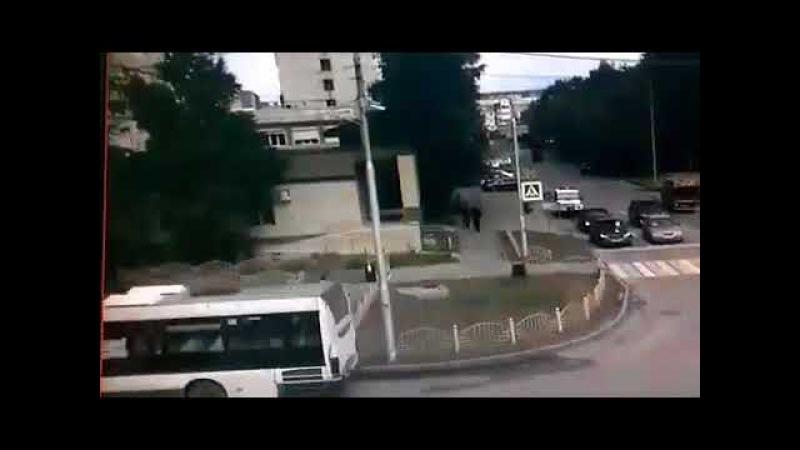 Опубликовано видео ликвидации преступника, ранившего людей в Сургуте