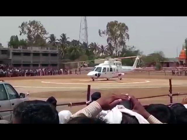 Maharashtra cm devendra fadnavis accident