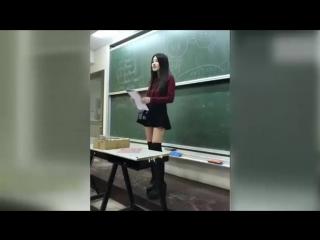 Учительница в Японской школе