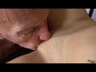 Начальник лижет практикантке (порно, секс, видео, домашнее, любительское, зрелые, студентки, жесткое, молодые, сосет)