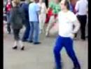 чувак отжигает - Танец под белые розы_low.mp4