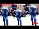 Girl wagging her ass - booty dance - Бути денс танцует одна попа