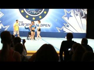 Парный стант Американцы. Молодой человек на инвалидной коляске. Чемпионат Европы. Париж.