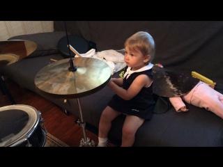Дочь в папу ( или рисунок на барабанах)