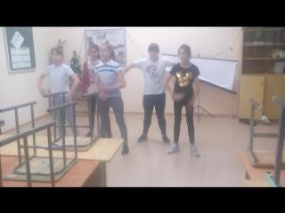 танец скилетиков.