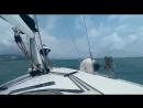 Парусная яхта в шторм