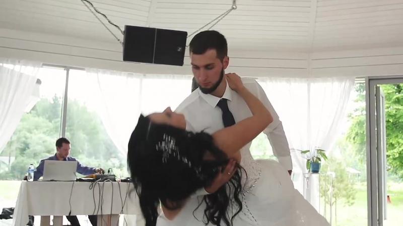 Свадьба на берегу горного озера