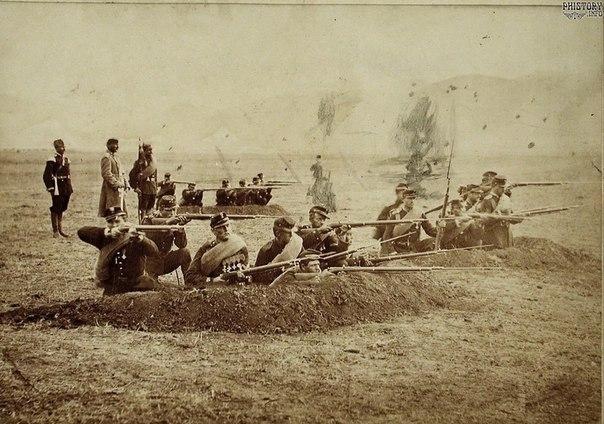 Солдаты Александропольского 161-го пехотного полка ведут стрельбу