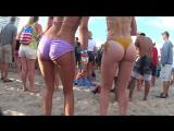 Девочки танцуют в купальниках и их попки во всей красе   Bikini ass