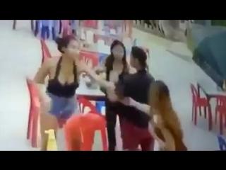 Чувак избил даму за отказ дать номер телефона 06.05.2017 Самуи Таиланд