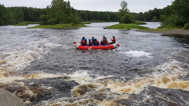 Поездка в Карелию 2017, попытки преодолеть порог Большой Толли идя против течения
