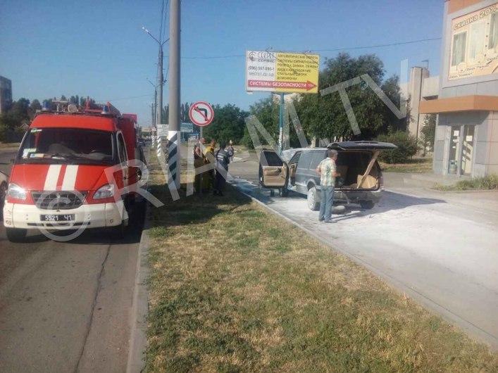 В Мелитополе авто загорелось посреди проезжей части