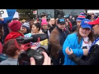 Злоумышленники подожгли волосы стороннице Трампа во время митинга в Вашингтоне