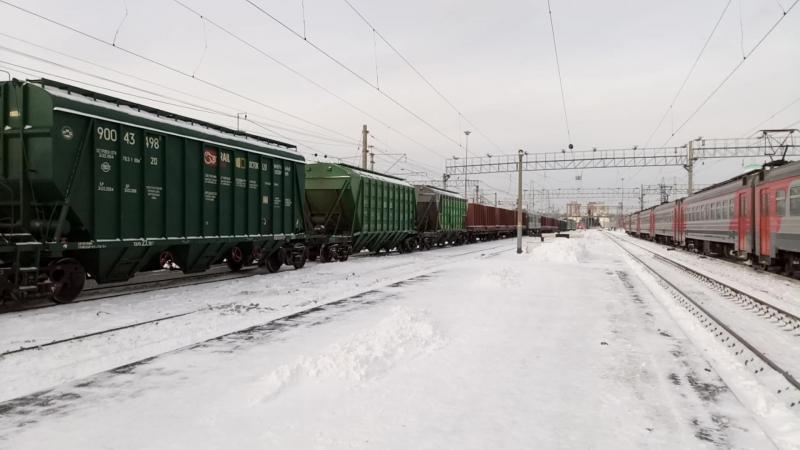 Электровоз ВЛ10У-986 (приписан ТЧЭ-14 Белово) проходит через станцию Новосибирск-Главный.