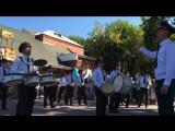 Военный оркестр играет