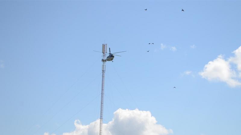 Вертолет над площадью села Сафакулево