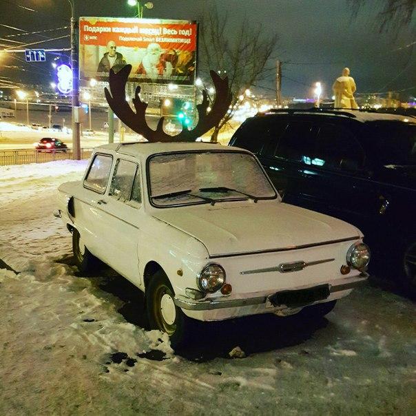 Автомобиль вызывает не малый интерес горожан к себе  Жители Саранска у
