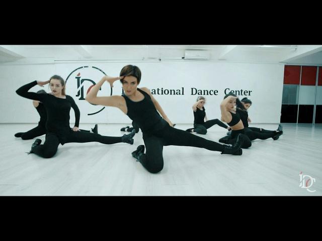 VOGUE DANCE by ANNA PANDORA / VADER
