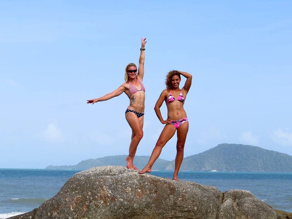 Валентина Шевченко с сестрой в Таиланде